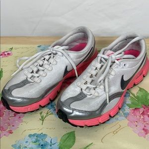 Nike white/grey/pink shoes size 6 dual fusion RN